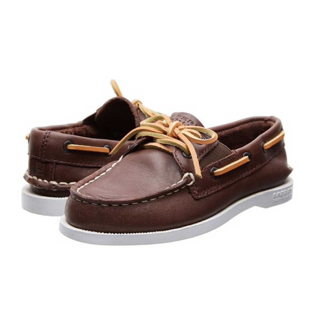 Men's Boat Shoes. Capture the lasting legacy of authentic design and the innovation of modern inspiration with men's Sperry boat shoes. Sperry has been outfitting men with the sure footing of high-performance, high-style boat shoes for more than 80 years, and that tradition of excellence has evolved into today's must-have shoes for adventurous spirits.
